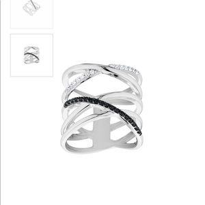 Never worn Elsa Lee Paris ring. In original box.
